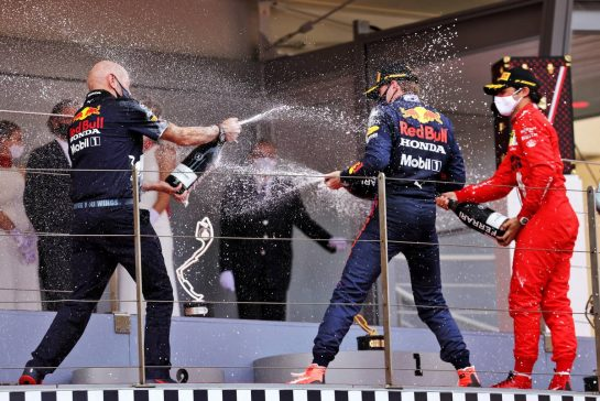 (L to R): Adrian Newey (GBR) Red Bull Racing Chief Technical Officer celebrates on the podium with race winner Max Verstappen (NLD) Red Bull Racing. 23.05.2021. Formula 1 World Championship, Rd 5, Monaco Grand Prix, Monte Carlo, Monaco, Race Day. - www.xpbimages.com, EMail: requests@xpbimages.com © Copyright: Bearne / XPB Images