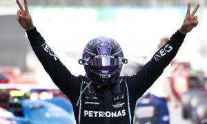 Hamilton wants new Mercedes contract 'in place by summer break'