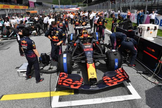 Max Verstappen (NLD) Red Bull Racing RB16B on the grid. 27.06.2021. Formula 1 World Championship, Rd 8, Steiermark Grand Prix, Spielberg, Austria, Race Day. - www.xpbimages.com, EMail: requests@xpbimages.com © Copyright: FIA Pool Image for Editorial Use Only