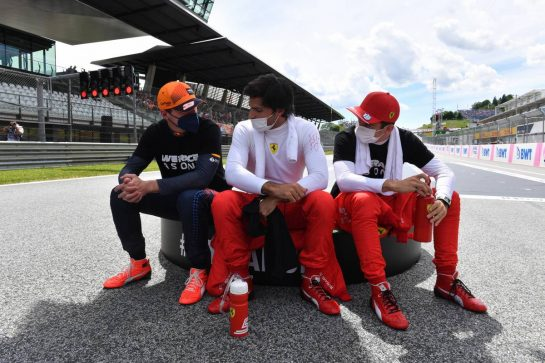 (L to R): Max Verstappen (NLD) Red Bull Racing; Carlos Sainz Jr (ESP) Ferrari and Charles Leclerc (MON) Ferrari on the grid. 27.06.2021. Formula 1 World Championship, Rd 8, Steiermark Grand Prix, Spielberg, Austria, Race Day. - www.xpbimages.com, EMail: requests@xpbimages.com © Copyright: FIA Pool Image for Editorial Use Only