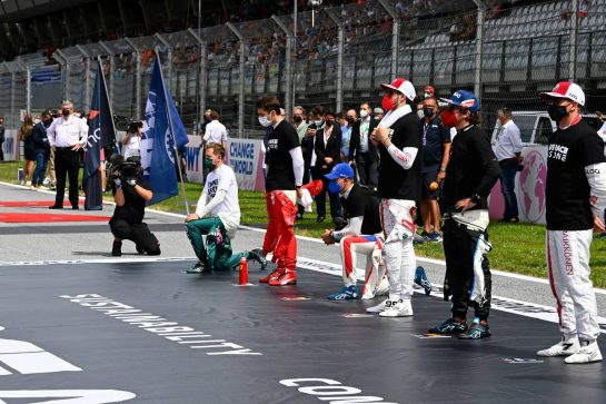 Drivers on the grid. 27.06.2021. Formula 1 World Championship, Rd 8, Steiermark Grand Prix, Spielberg, Austria, Race Day. - www.xpbimages.com, EMail: requests@xpbimages.com © Copyright: FIA Pool Image for Editorial Use Only