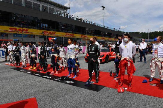 Drivers as the grid observes the national anthem. 27.06.2021. Formula 1 World Championship, Rd 8, Steiermark Grand Prix, Spielberg, Austria, Race Day. - www.xpbimages.com, EMail: requests@xpbimages.com © Copyright: FIA Pool Image for Editorial Use Only