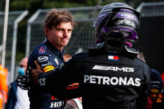 (L to R): Race winner Max Verstappen (NLD) Red Bull Racing celebrates in parc ferme with second placed Lewis Hamilton (GBR) Mercedes AMG F1. 18.04.2021. Formula 1 World Championship, Rd 2, Emilia Romagna Grand Prix, Imola, Italy, Race Day. - www.xpbimages.com, EMail: requests@xpbimages.com © Copyright: FIA Pool Image for Editorial Use Only