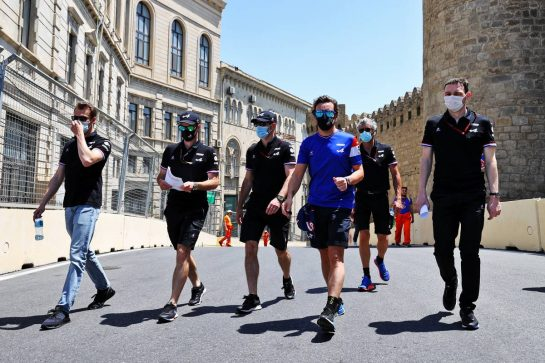Fernando Alonso (ESP) Alpine F1 Team walks the circuit with the team. 03.06.2021. Formula 1 World Championship, Rd 6, Azerbaijan Grand Prix, Baku Street Circuit, Azerbaijan, Preparation Day. - www.xpbimages.com, EMail: requests@xpbimages.com © Copyright: Moy / XPB Images