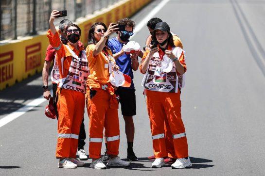 Fernando Alonso (ESP) Alpine F1 Team with marshals on the circuit. 03.06.2021. Formula 1 World Championship, Rd 6, Azerbaijan Grand Prix, Baku Street Circuit, Azerbaijan, Preparation Day. - www.xpbimages.com, EMail: requests@xpbimages.com © Copyright: Charniaux / XPB Images