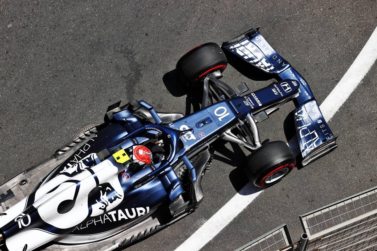 Yuki Tsunoda (JPN) AlphaTauri AT02 in the escape road in the first practice session. 04.06.2021. Formula 1 World Championship, Rd 6, Azerbaijan Grand Prix, Baku