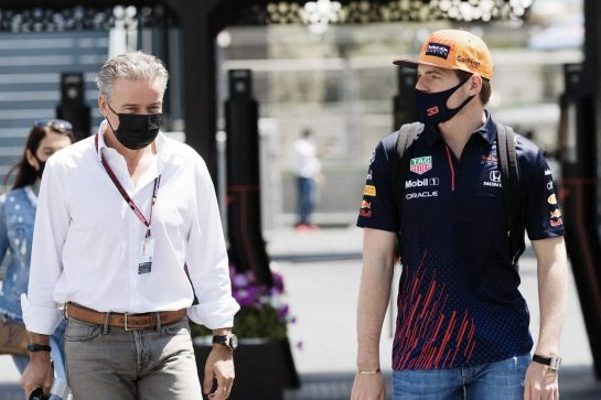 Max Verstappen (NLD) Red Bull Racing with Raymond Vermeulen (NLD) Driver Manager. 05.06.2021. Formula 1 World Championship, Rd 6, Azerbaijan Grand Prix, Baku Street Circuit, Azerbaijan, Qualifying Day. - www.xpbimages.com, EMail: requests@xpbimages.com © Copyright: Bearne / XPB Images