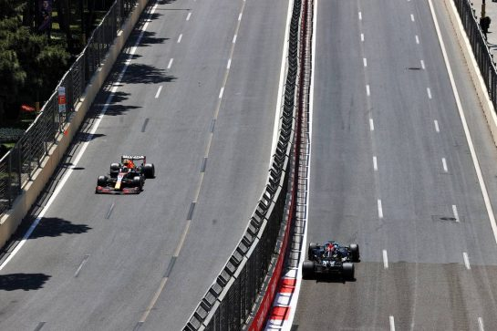 Max Verstappen (NLD) Red Bull Racing RB16B and Lewis Hamilton (GBR) Mercedes AMG F1 W12. 05.06.2021. Formula 1 World Championship, Rd 6, Azerbaijan Grand Prix, Baku Street Circuit, Azerbaijan, Qualifying Day. - www.xpbimages.com, EMail: requests@xpbimages.com © Copyright: Moy / XPB Images