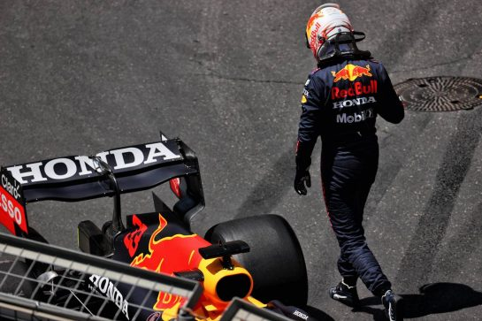 Max Verstappen (NLD) Red Bull Racing RB16B crashed in the third practice session. 05.06.2021. Formula 1 World Championship, Rd 6, Azerbaijan Grand Prix, Baku Street Circuit, Azerbaijan, Qualifying Day. - www.xpbimages.com, EMail: requests@xpbimages.com © Copyright: Batchelor / XPB Images