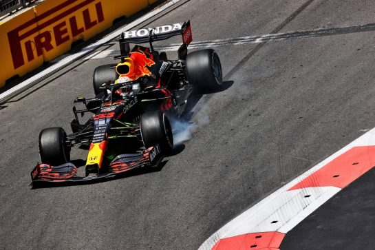 Max Verstappen (NLD) Red Bull Racing RB16B locks up under braking before crashing in the third practice session. 05.06.2021. Formula 1 World Championship, Rd 6, Azerbaijan Grand Prix, Baku Street Circuit, Azerbaijan, Qualifying Day. - www.xpbimages.com, EMail: requests@xpbimages.com © Copyright: Batchelor / XPB Images