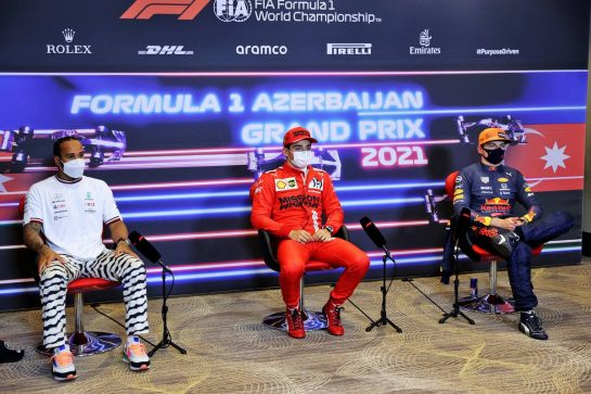 (L to R): Lewis Hamilton (GBR) Mercedes AMG F1; Charles Leclerc (MON) Ferrari; Max Verstappen (NLD) Red Bull Racing, in the post qualifying FIA Press Conference. 05.06.2021. Formula 1 World Championship, Rd 6, Azerbaijan Grand Prix, Baku Street Circuit, Azerbaijan, Qualifying Day. - www.xpbimages.com, EMail: requests@xpbimages.com © Copyright: Batchelor / XPB Images