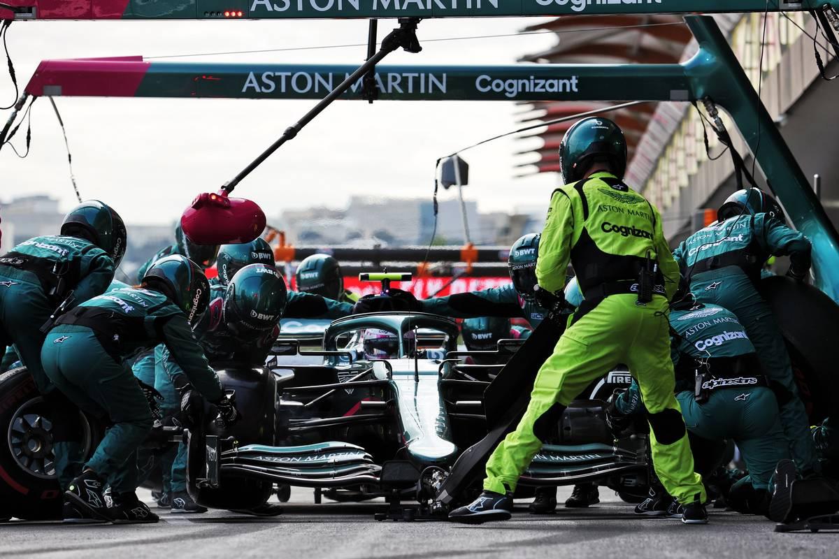 Sebastian Vettel (GER) Aston Martin F1 Team AMR21 makes a pit stop. 06.06.2021. Formula 1 World Championship, Rd 6, Azerbaijan Grand Prix, Baku