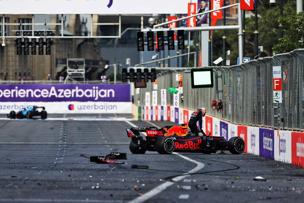 Max Verstappen (NLD) Red Bull Racing RB16B crashed out of the lead of the race. 06.06.2021. Formula 1 World Championship, Rd 6, Azerbaijan Grand Prix, Baku
