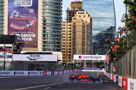 Max Verstappen (NLD) Red Bull Racing RB16B crashed out of the lead of the race. 06.06.2021. Formula 1 World Championship, Rd 6, Azerbaijan Grand Prix, Baku Street Circuit, Azerbaijan, Race Day. - www.xpbimages.com, EMail: requests@xpbimages.com © Copyright: Moy / XPB Images