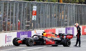Hamilton: Pirelli 'not at fault' for Baku blowouts