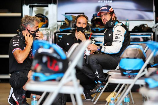 Fernando Alonso (ESP) Alpine F1 Team with Edoardo Bendinelli (ITA) Alpine F1 Team Personal Trainer (Left) and Karel Loos (BEL) Alpine F1 Team Race Engineer (Centre) in the pits while the race is stopped. 06.06.2021. Formula 1 World Championship, Rd 6, Azerbaijan Grand Prix, Baku Street Circuit, Azerbaijan, Race Day. - www.xpbimages.com, EMail: requests@xpbimages.com © Copyright: Charniaux / XPB Images