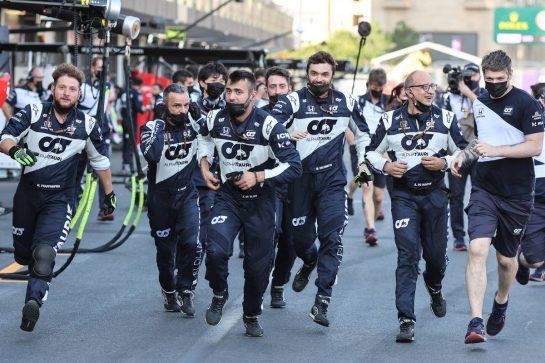 AlphaTauri mechanics run to the podium. 06.06.2021. Formula 1 World Championship, Rd 6, Azerbaijan Grand Prix, Baku Street Circuit, Azerbaijan, Race Day. - www.xpbimages.com, EMail: requests@xpbimages.com © Copyright: Charniaux / XPB Images