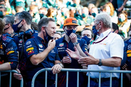 (L to R): Max Verstappen (NLD) Red Bull Racing with Max Verstappen (NLD) Red Bull Racing and Dr Helmut Marko (AUT) Red Bull Motorsport Consultant in parc ferme. 06.06.2021. Formula 1 World Championship, Rd 6, Azerbaijan Grand Prix, Baku Street Circuit, Azerbaijan, Race Day. - www.xpbimages.com, EMail: requests@xpbimages.com © Copyright: FIA Pool Image for Editorial Use Only