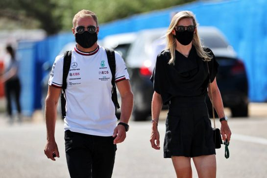 Valtteri Bottas (FIN) Mercedes AMG F1 with his girlfriend Tiffany Cromwell (AUS) Professional Cyclist. 18.06.2021. Formula 1 World Championship, Rd 7, French Grand Prix, Paul Ricard, France, Practice Day. - www.xpbimages.com, EMail: requests@xpbimages.com © Copyright: Batchelor / XPB Images