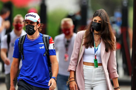 Fernando Alonso (ESP) Alpine F1 Team with his girlfriend Linda Morselli. 19.06.2021. Formula 1 World Championship, Rd 7, French Grand Prix, Paul Ricard, France, Qualifying Day. - www.xpbimages.com, EMail: requests@xpbimages.com © Copyright: Moy / XPB Images