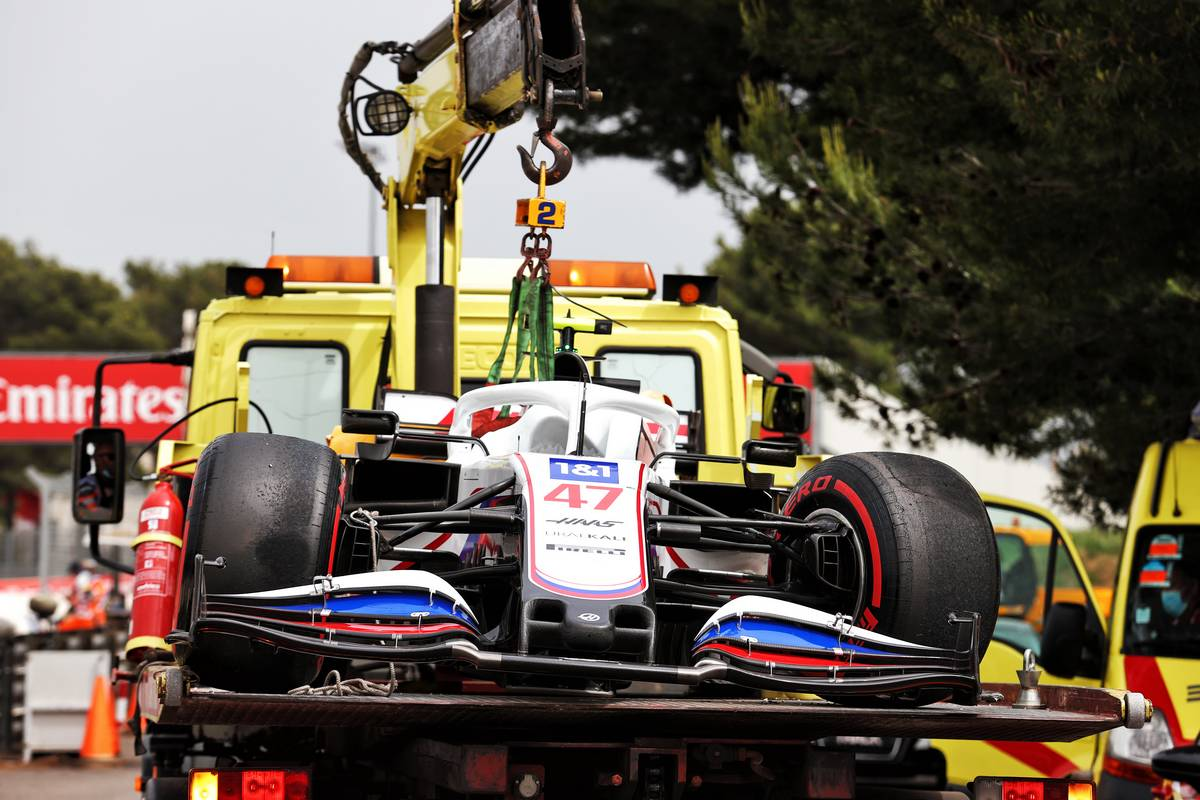 The Haas VF-21 of Mick Schumacher (GER) Haas F1 Team is recovered back to the pits on the back of a truck after he crashed in qualifying. 19.06.2021. Formula 1 World Championship, Rd 7, French Grand Prix, Paul Ricard