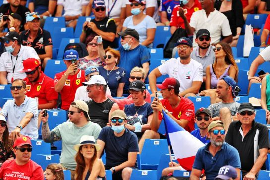 Circuit atmosphere - fans in the grandstand. 19.06.2021. Formula 1 World Championship, Rd 7, French Grand Prix, Paul Ricard, France, Qualifying Day. - www.xpbimages.com, EMail: requests@xpbimages.com © Copyright: Moy / XPB Images