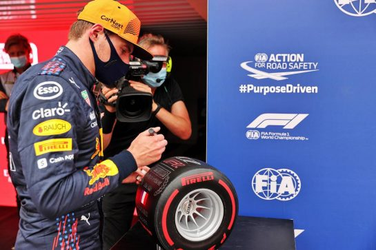 Max Verstappen (NLD) Red Bull Racing celebrates with the Pirelli Pole Position Award in qualifying parc ferme. 19.06.2021. Formula 1 World Championship, Rd 7, French Grand Prix, Paul Ricard, France, Qualifying Day. - www.xpbimages.com, EMail: requests@xpbimages.com © Copyright: Batchelor / XPB Images