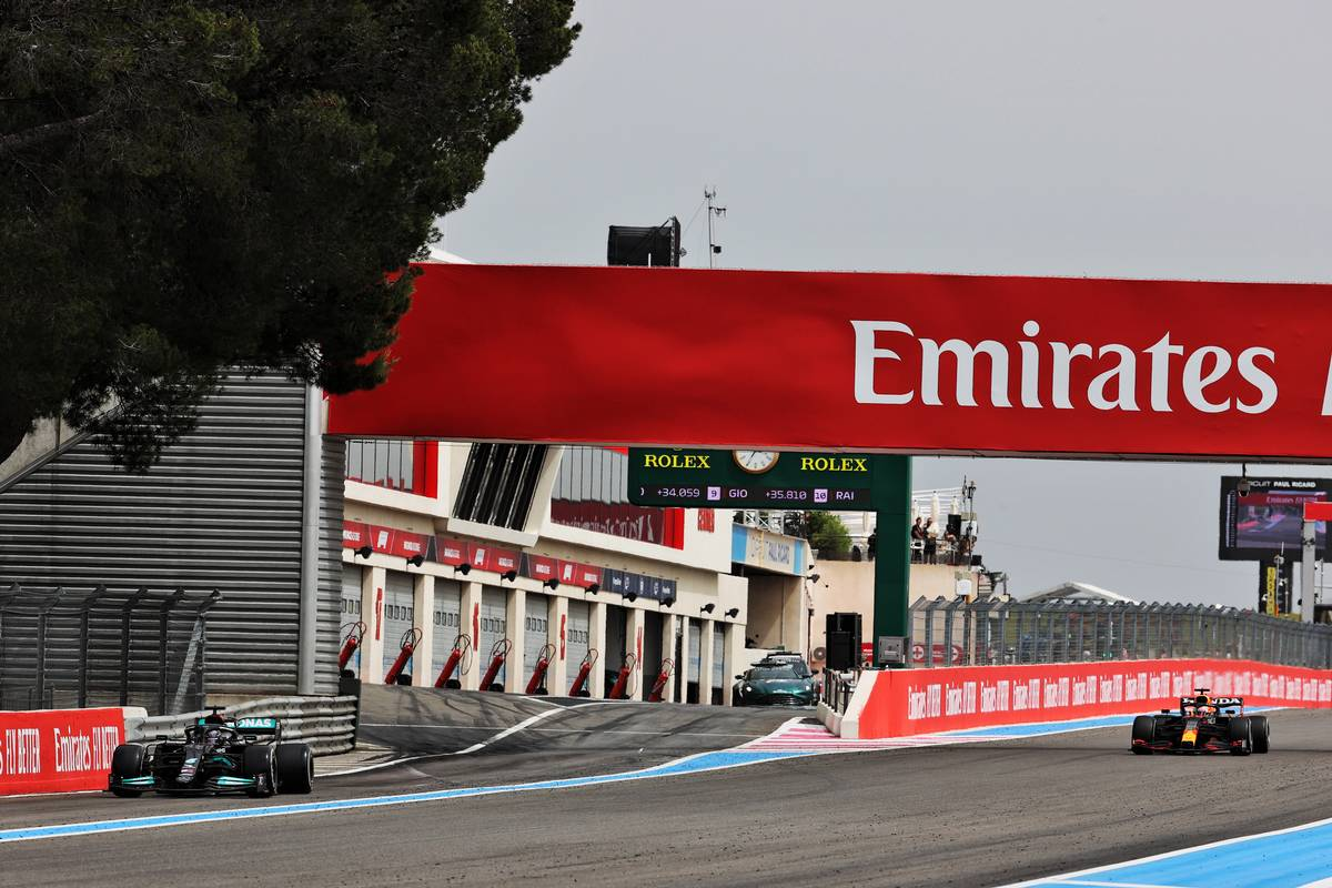 Lewis Hamilton (GBR) Mercedes AMG F1 W12 leaves the pits as Max Verstappen (NLD) Red Bull Racing RB16B passes to take the lead of the race. 20.06.2021. Formula 1 World Championship, Rd 7, French Grand Prix, Paul Ricard