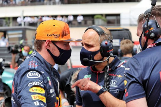 Max Verstappen (NLD) Red Bull Racing with Gianpiero Lambiase (ITA) Red Bull Racing Engineer on the grid. 20.06.2021. Formula 1 World Championship, Rd 7, French Grand Prix, Paul Ricard, France, Race Day. - www.xpbimages.com, EMail: requests@xpbimages.com © Copyright: Batchelor / XPB Images