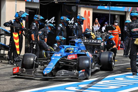 Fernando Alonso (ESP) Alpine F1 Team A521 makes a pit stop. 20.06.2021. Formula 1 World Championship, Rd 7, French Grand Prix, Paul Ricard, France, Race Day. - www.xpbimages.com, EMail: requests@xpbimages.com © Copyright: Moy / XPB Images