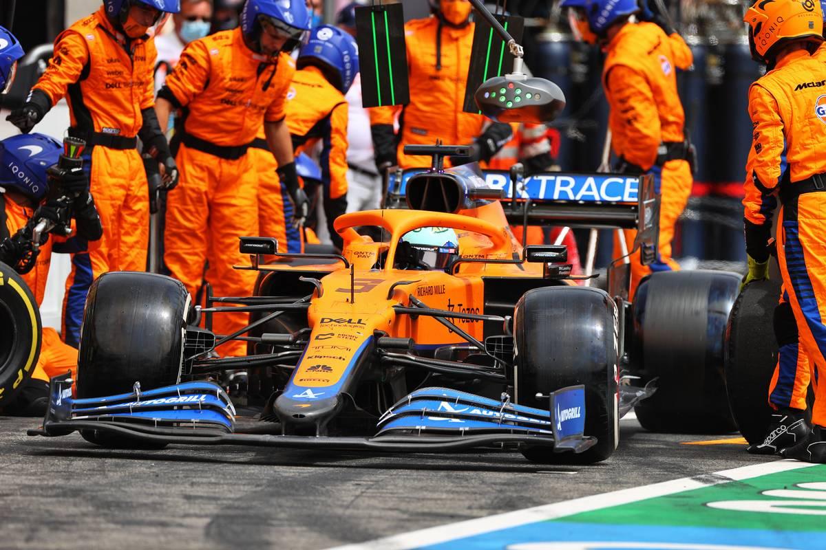 Daniel Ricciardo (AUS) McLaren MCL35M makes a pit stop. 20.06.2021. Formula 1 World Championship, Rd 7, French Grand Prix, Paul Ricard