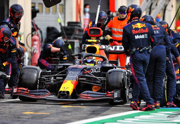 Sergio Perez (MEX) Red Bull Racing RB16B makes a pit stop. 20.06.2021. Formula 1 World Championship, Rd 7, French Grand Prix, Paul Ricard