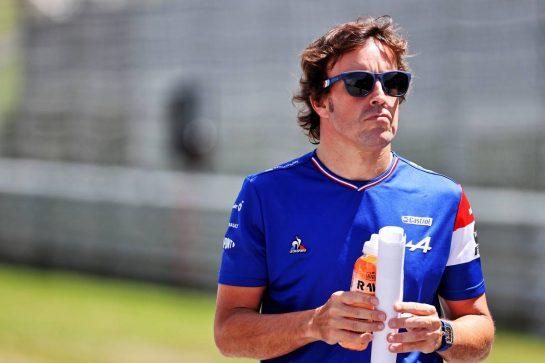 Fernando Alonso (ESP) Alpine F1 Team walks the circuit. 24.06.2021. Formula 1 World Championship, Rd 8, Steiermark Grand Prix, Spielberg, Austria, Preparation Day. - www.xpbimages.com, EMail: requests@xpbimages.com © Copyright: Batchelor / XPB Images