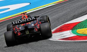 Verstappen continues to set the pace on Friday afternoon
