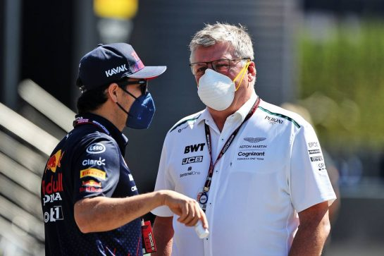 (L to R): Sergio Perez (MEX) Red Bull Racing with Otmar Szafnauer (USA) Aston Martin F1 Team Principal and CEO. 26.06.2021. Formula 1 World Championship, Rd 8, Steiermark Grand Prix, Spielberg, Austria, Qualifying Day. - www.xpbimages.com, EMail: requests@xpbimages.com © Copyright: Moy / XPB Images