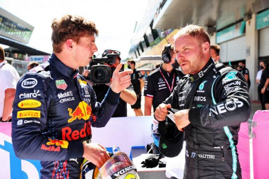 (L to R): Pole sitter Max Verstappen (NLD) Red Bull Racing with Valtteri Bottas (FIN) Mercedes AMG F1 in qualifying parc ferme. 26.06.2021. Formula 1 World Championship, Rd 8, Steiermark Grand Prix, Spielberg, Austria, Qualifying Day. - www.xpbimages.com, EMail: requests@xpbimages.com © Copyright: Batchelor / XPB Images