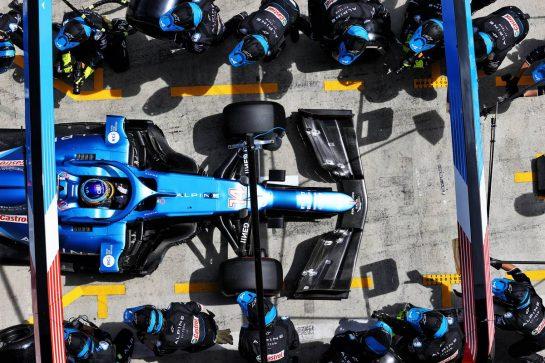 Fernando Alonso (ESP) Alpine F1 Team A521 makes a pit stop. 27.06.2021. Formula 1 World Championship, Rd 8, Steiermark Grand Prix, Spielberg, Austria, Race Day. - www.xpbimages.com, EMail: requests@xpbimages.com © Copyright: Moy / XPB Images