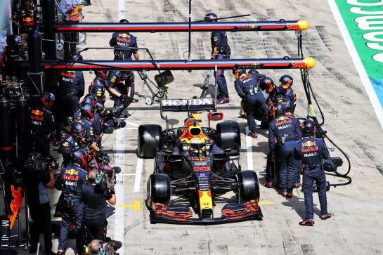 Max Verstappen (NLD) Red Bull Racing RB16B makes a pit stop. 27.06.2021. Formula 1 World Championship, Rd 8, Steiermark Grand Prix, Spielberg, Austria, Race Day. - www.xpbimages.com, EMail: requests@xpbimages.com © Copyright: Moy / XPB Images