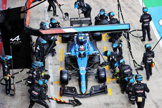 Esteban Ocon (FRA) Alpine F1 Team A521 makes a pit stop. 27.06.2021. Formula 1 World Championship, Rd 8, Steiermark Grand Prix, Spielberg, Austria, Race Day. - www.xpbimages.com, EMail: requests@xpbimages.com © Copyright: Moy / XPB Images