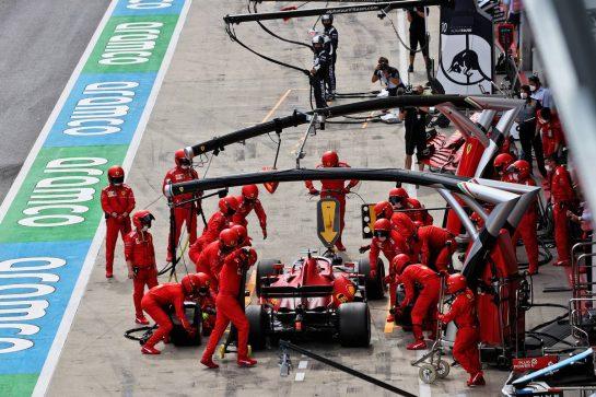 Charles Leclerc (MON) Ferrari SF-21 makes a pit stop. 27.06.2021. Formula 1 World Championship, Rd 8, Steiermark Grand Prix, Spielberg, Austria, Race Day. - www.xpbimages.com, EMail: requests@xpbimages.com © Copyright: Moy / XPB Images