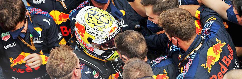 Race winner Max Verstappen (NLD) Red Bull Racing celebrates with the team in parc ferme. 27.06.2021. Formula 1 World Championship, Rd 8, Steiermark Grand Prix, Spielberg