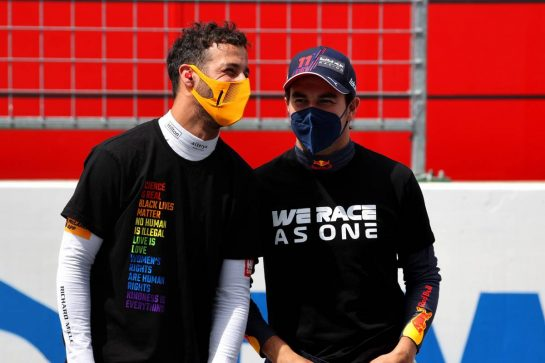 Daniel Ricciardo (AUS) McLaren MCL35M and Sergio Perez (MEX) Red Bull Racing.27.06.2021. Formula 1 World Championship, Rd 8, Steiermark Grand Prix, Spielberg, Austria, Race Day.- www.xpbimages.com, EMail: requests@xpbimages.com © Copyright: Batchelor / XPB Images