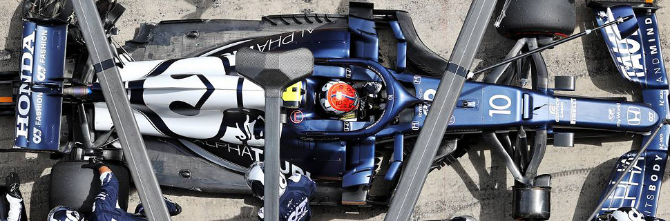 Pierre Gasly (FRA) AlphaTauri AT02 makes a pit stop with damaged rear suspension. 27.06.2021. Formula 1 World Championship, Rd 8, Steiermark Grand Prix, Spielberg