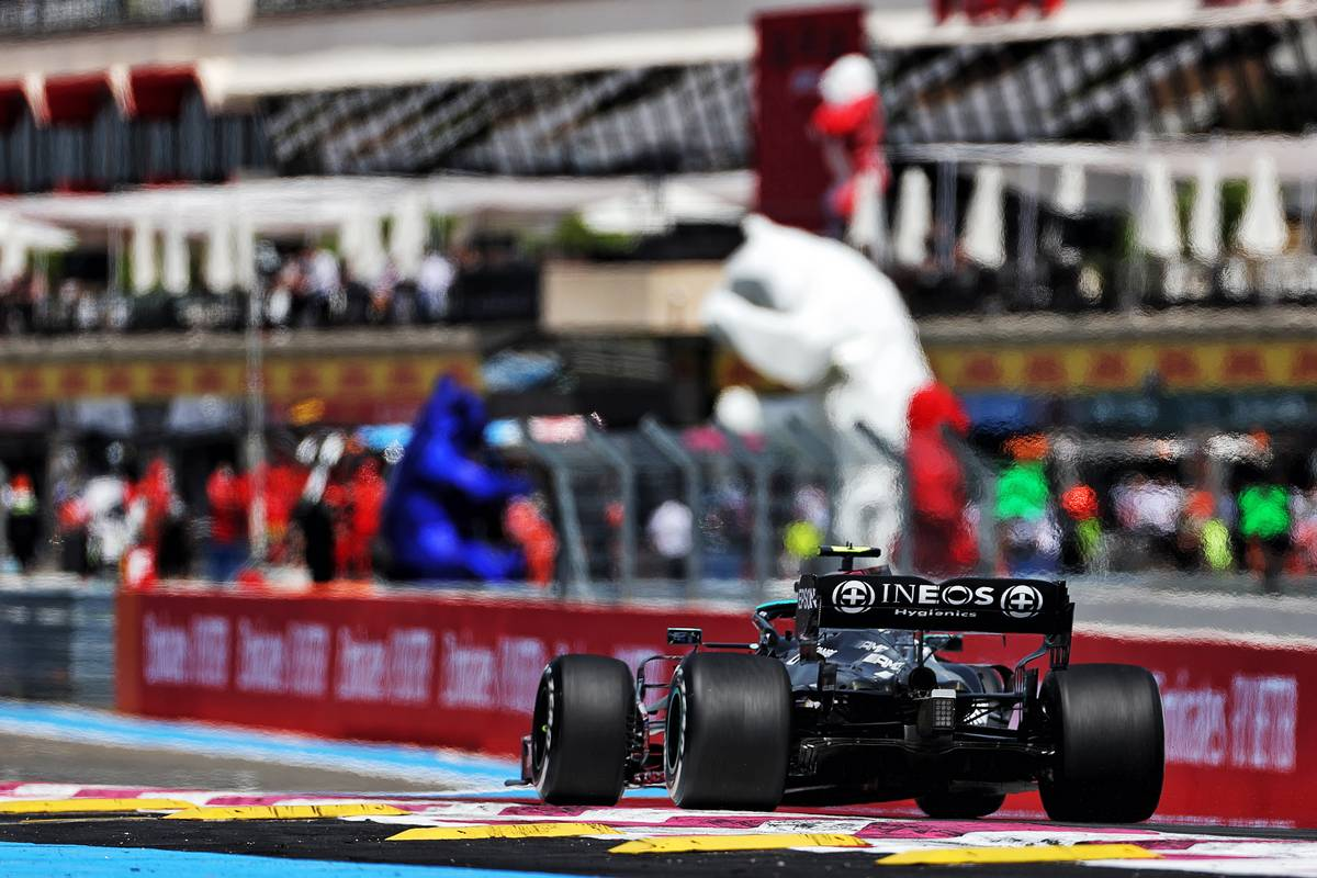 Bottas and Hamilton lead French GP FP1 for Mercedes