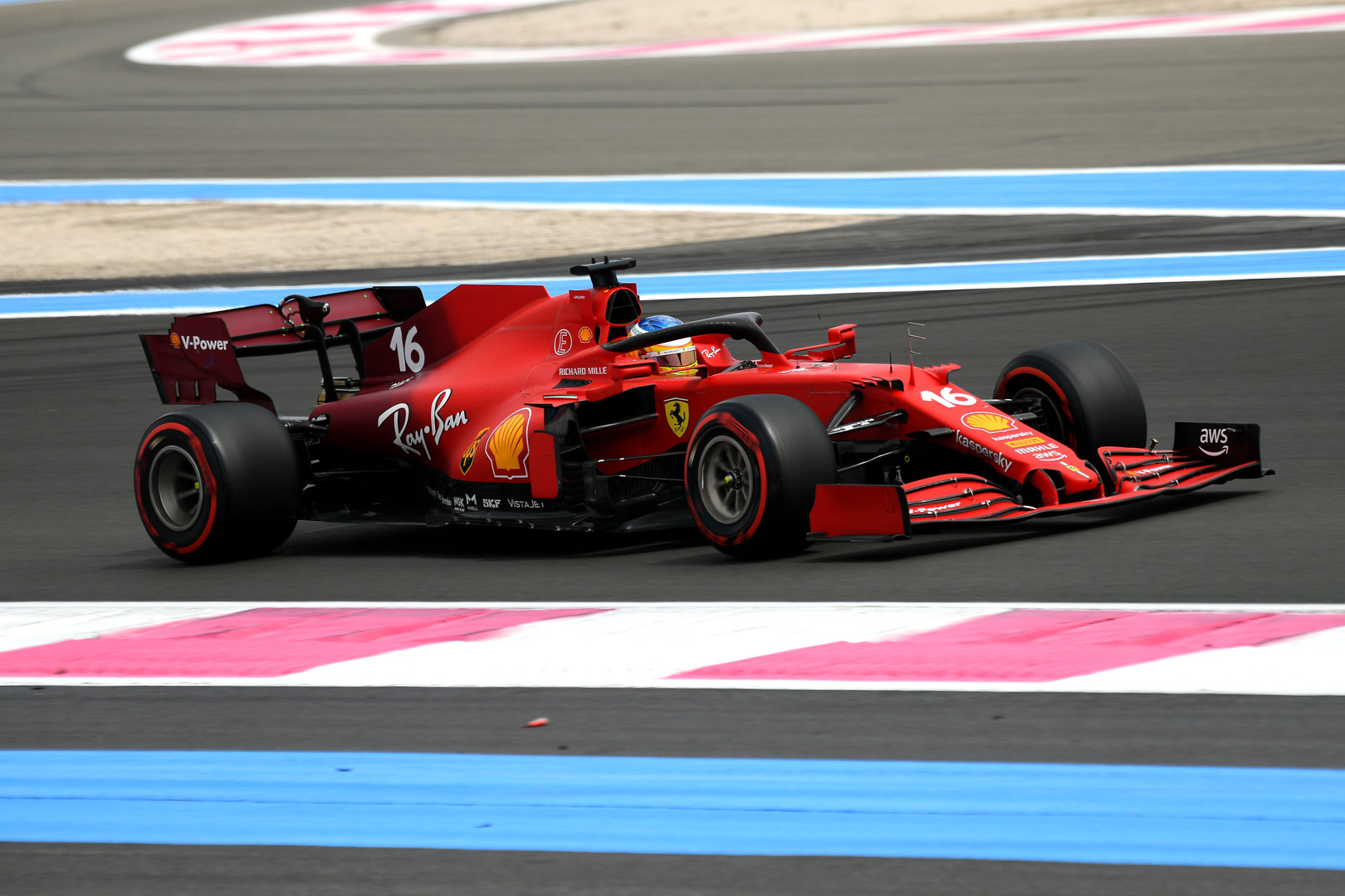 Leclerc struggling to 'drive around' front end problem
