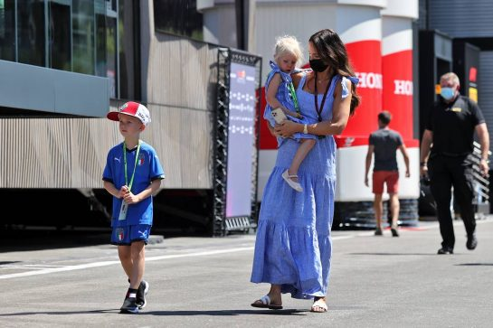 Minttu Raikkonen (FIN) with her children Robin and Rianna. 03.07.2021. Formula 1 World Championship, Rd 9, Austrian Grand Prix, Spielberg, Austria, Qualifying Day. - www.xpbimages.com, EMail: requests@xpbimages.com © Copyright: Moy / XPB Images