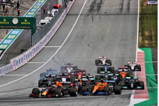 Max Verstappen (NLD) Red Bull Racing RB16B leads at the start of the race. 04.07.2021. Formula 1 World Championship, Rd 9, Austrian Grand Prix, Spielberg, Austria, Race Day. - www.xpbimages.com, EMail: requests@xpbimages.com © Copyright: Batchelor / XPB Images