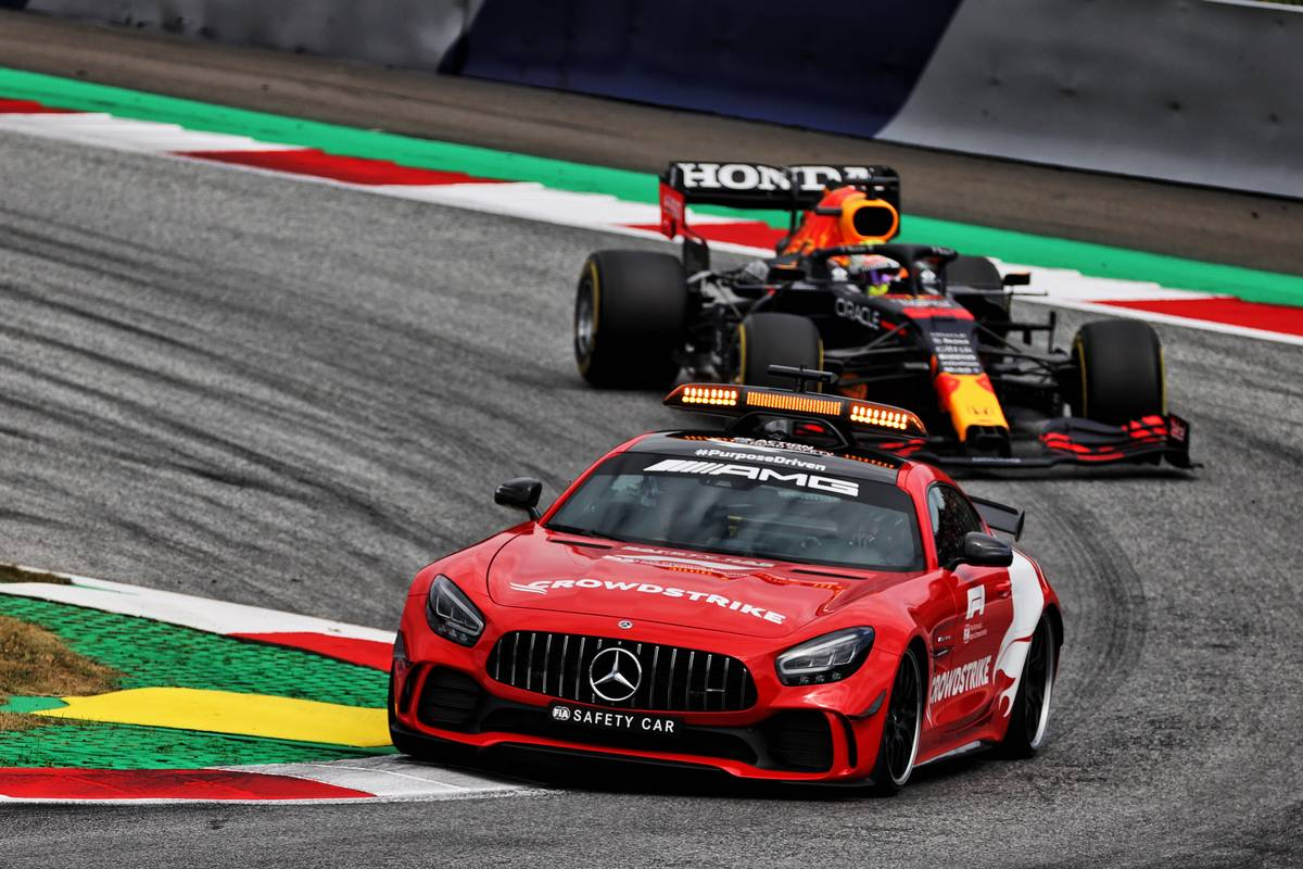 Max Verstappen (NLD) Red Bull Racing RB16B leads behind the Mercedes FIA Safety Car. 04.07.2021. Formula 1 World Championship, Rd 9, Austrian Grand Prix, Spielberg