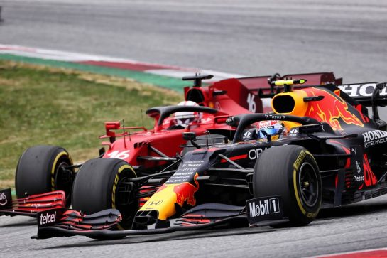 Sergio Perez (MEX) Red Bull Racing RB16B and Charles Leclerc (MON) Ferrari SF-21 battle for position. 04.07.2021. Formula 1 World Championship, Rd 9, Austrian Grand Prix, Spielberg, Austria, Race Day. - www.xpbimages.com, EMail: requests@xpbimages.com © Copyright: Charniaux / XPB Images