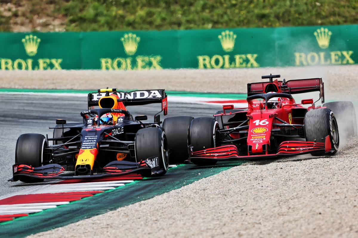 Sergio Perez (MEX) Red Bull Racing RB16B and Charles Leclerc (MON) Ferrari SF-21 battle for position. 04.07.2021. Formula 1 World Championship, Rd 9, Austrian Grand Prix, Spielberg